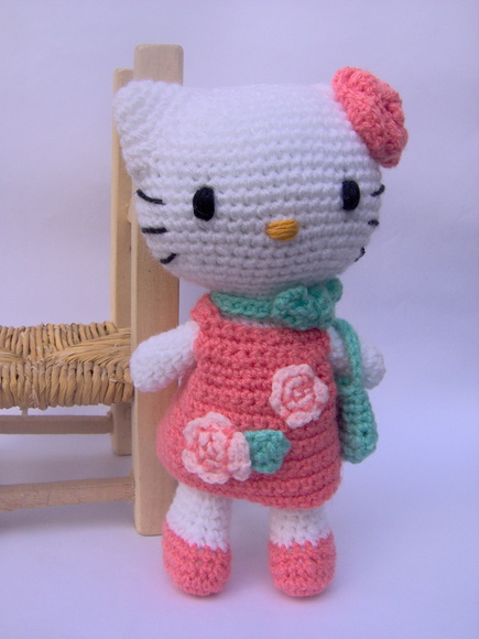 Hello Kitty tejida a crochet Amigurumi
