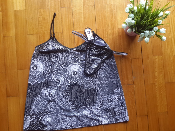 Camisol�n + less Black and White