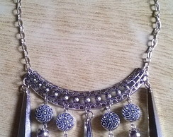 Maxi collar con colgantes color plata