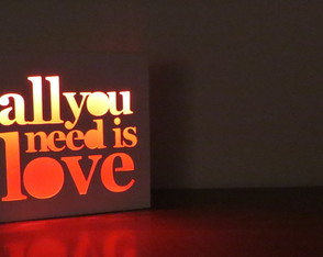 velador-led-all-you-need-is-love-laito-regalo
