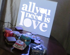 velador-led-all-you-need-is-love-laito-aniversario