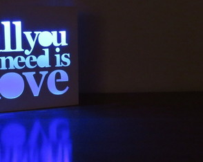 velador-led-all-you-need-is-love-laito-velador