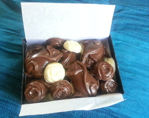 bombones-de-chocolate-blanco-y-negro-chocolates